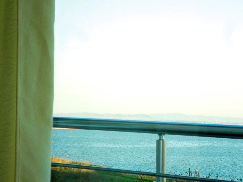 През месец юни морето е лазурно синьо